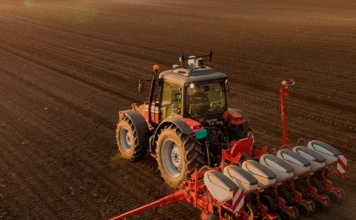 Piloto automático para maquinaria agrícola