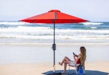 Quitasol Solar con luces LED y cargador USB para celulares smartphone