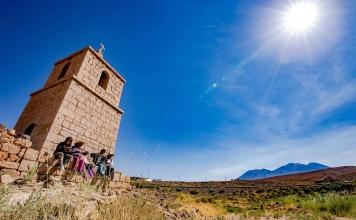Turismo en el Salar de Atacama: emprendedores iniciaron capacitación para fortalecer su servicio con viajeros