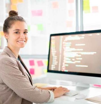 Día Internacional del programador: Empresas y gremios buscan reducir brecha de género entre profesionales